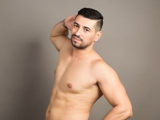 Voir le liveshow de  Strongbigcock1 de Livejasmin - 29 ans - Hello guys im a nice man sensitive romantic and i like dominate I love it when all guys p ...