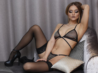 Voir le liveshow de  Naomi94 de Livejasmin - 23 ans - Guys, are You dreaming about hot sex? Then come to my show so we can have some fun together!