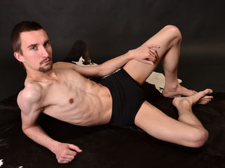 Voir le liveshow de  HardBen4U de Livejasmin - 26 ans - Im a big romantic ; And I hope to open my heart to a real guy