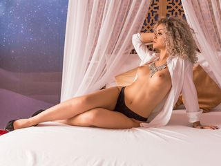 SienaRosse Marvellous Big Tits LIVE!-A golden heart and a