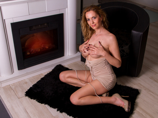 julyblondy LiveJasmin-Kind and sensual. I