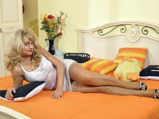 RiseGoldenSmile Fabulous Live cams chat-I am a very nice