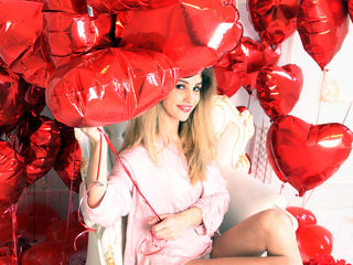 Voir le liveshow de  ChristinaDollx de Livejasmin - 25 ans - Looking for a pretty girl inside and out? Don't seek further, I'm right here :o