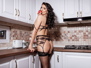 Voir le liveshow de  PamelaFlowers de Livejasmin - 30 ans - I am a girl with many secret desires which I long to share with lonely travellers.