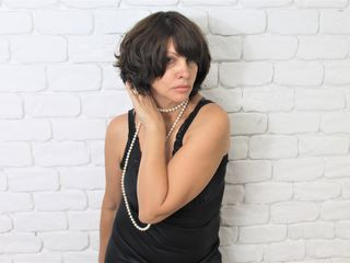 MiaWali LiveJasmin-Very restrained and
