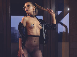 VikiSweetie -I m a smart ass babe