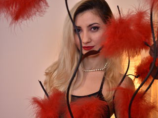 SarrraJoyX -I am pretty playful