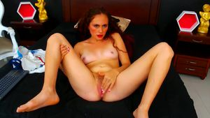 ammyross-hot-fingering-with-pussy-close-up