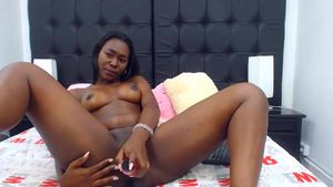 elishabowen-ebony-girl-records-herself-during-masturbation