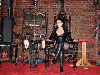 EvaDominatrix Live XXX-I am an experienced