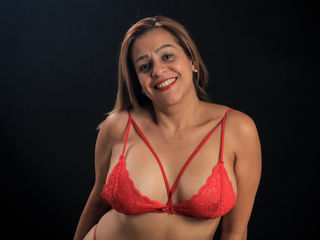 Webcam model EscarlyJames from Web Night Cam