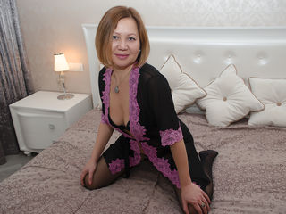 SoffieCute Masturbate live-A hot red-head lady