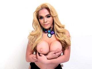 pic of transgender webcam model UndeniablyDEBORA