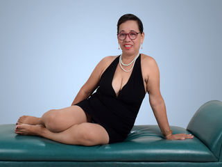 Webcam model LadyEvergreen from LivePrivates