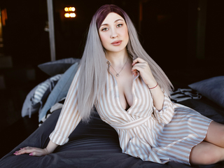 19 petite white female  hair green eyes QueenOlivia chat room