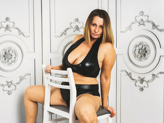 Sexy profile pic of BadMumErica