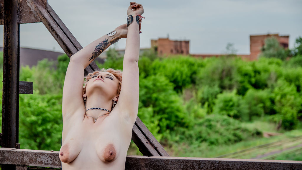 Lorraiine online at GirlsOfJasmin