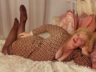 Webcam model BlondMilfDP from Web Night Cam