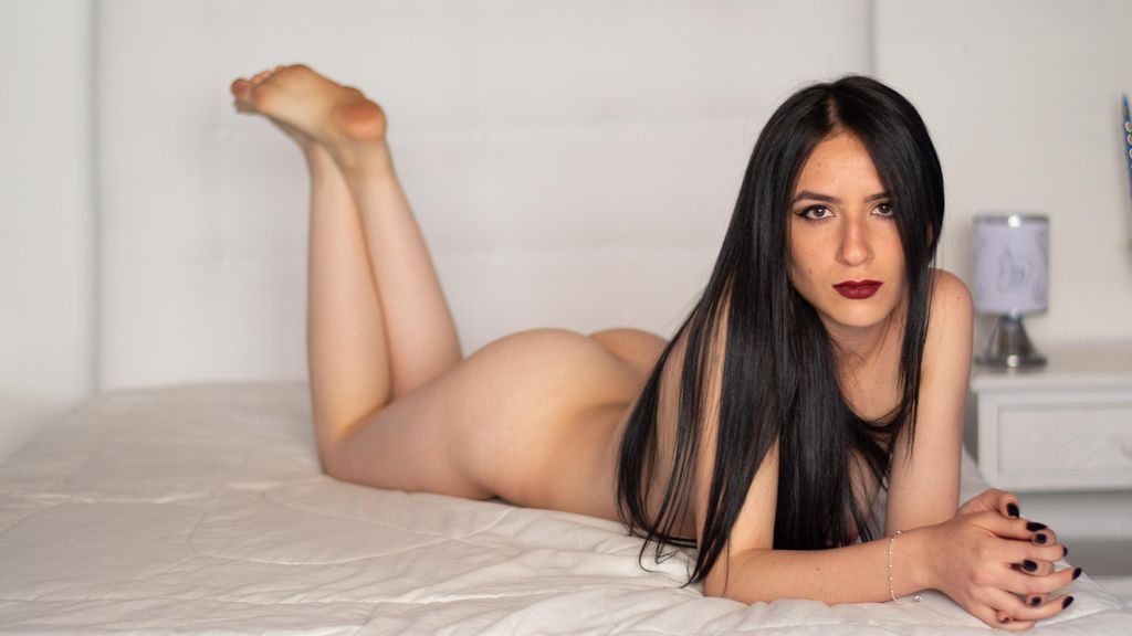 Discover and Live Sex Chat with ZarahKleinn on Live Jasmin