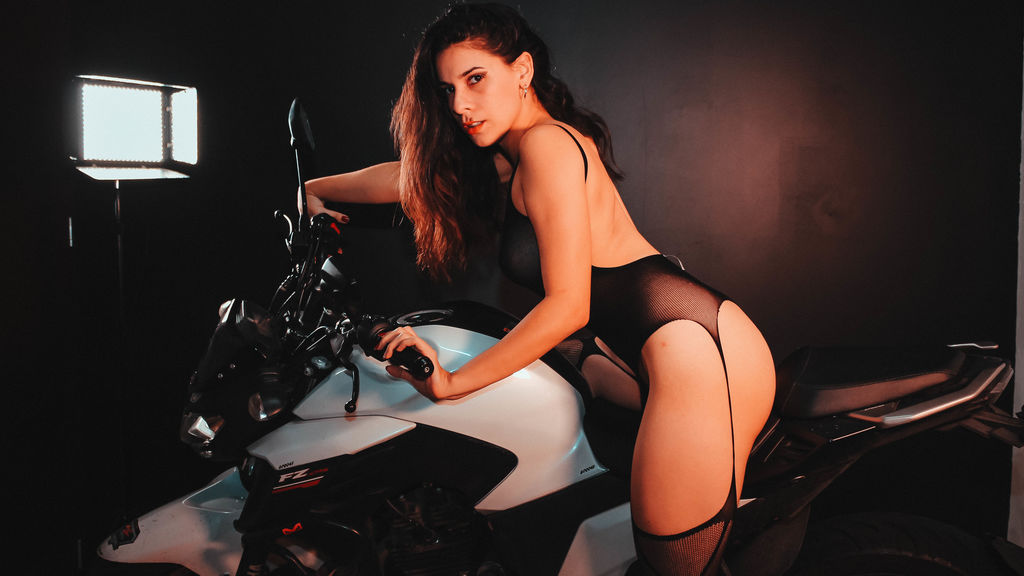 Watch the sexy PamelaClarck from LiveJasmin at GirlsOfJasmin