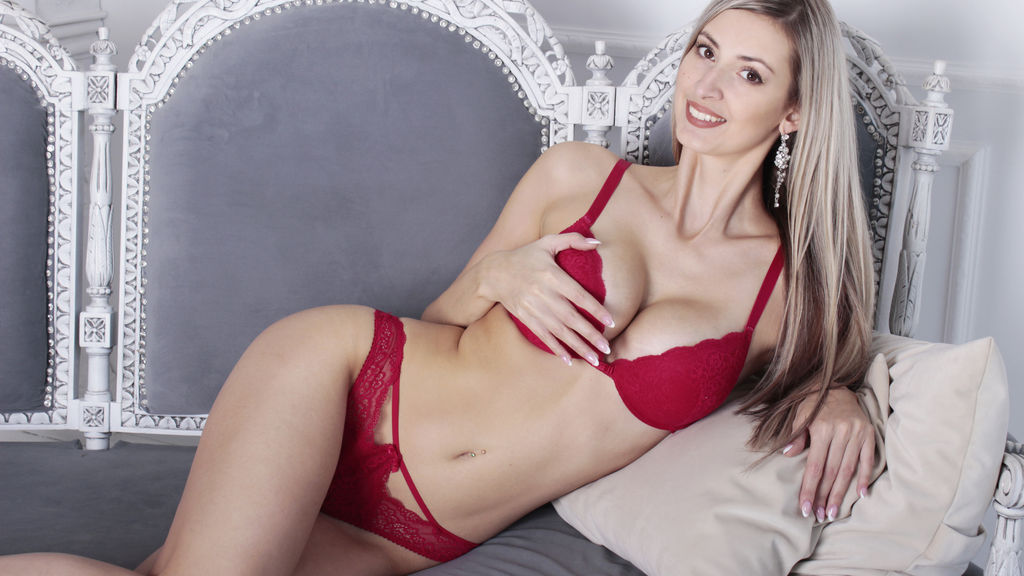 Watch the sexy BlondieChic from LiveJasmin at GirlsOfJasmin