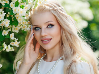 19 petite white female blonde hair blue eyes LucretiaPhos chat room