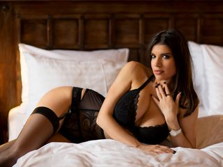 Webcam model HotDiva19 from Jasmin