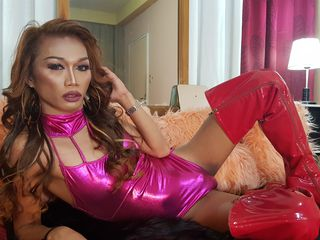 shemale cam model image - EXQUISITeDIVaTSx