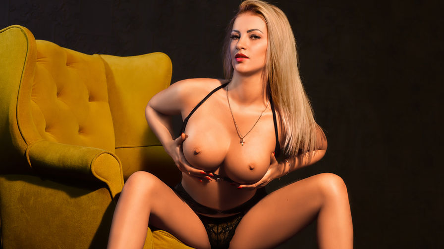 LOVELYBLONDIExx's live cam