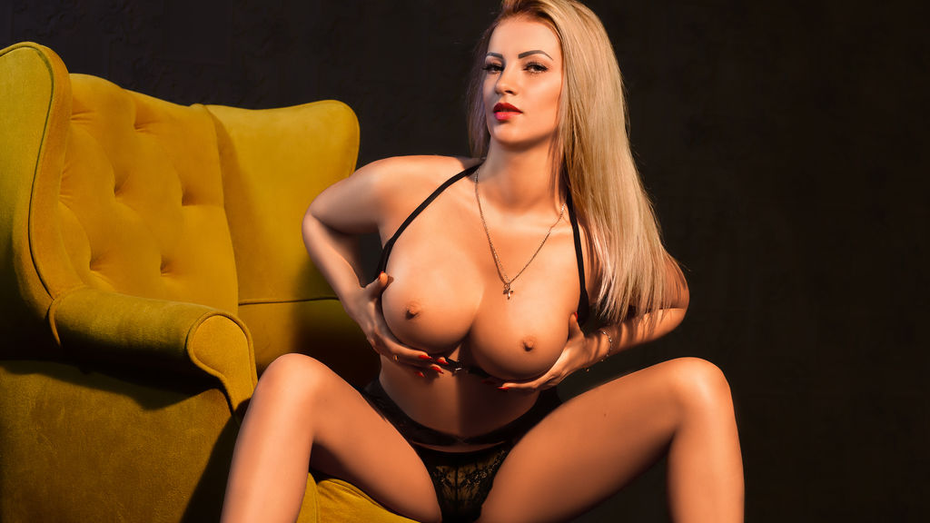 Watch the sexy LovelyAnniee from LiveJasmin at GirlsOfJasmin