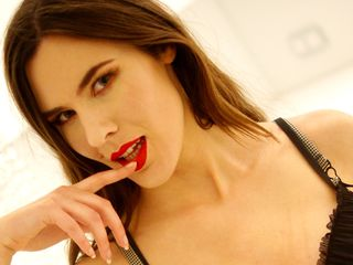 29 petite white female brown hair green eyes ELISEsweetty