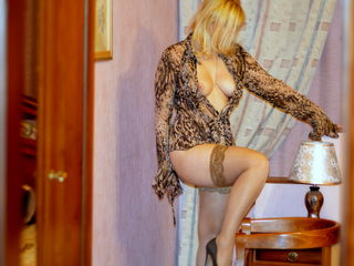 49 average white female blonde hair blue eyes alexis41 chat room