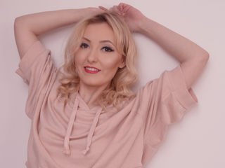 Webcam model HannaLyzz from LivePrivates