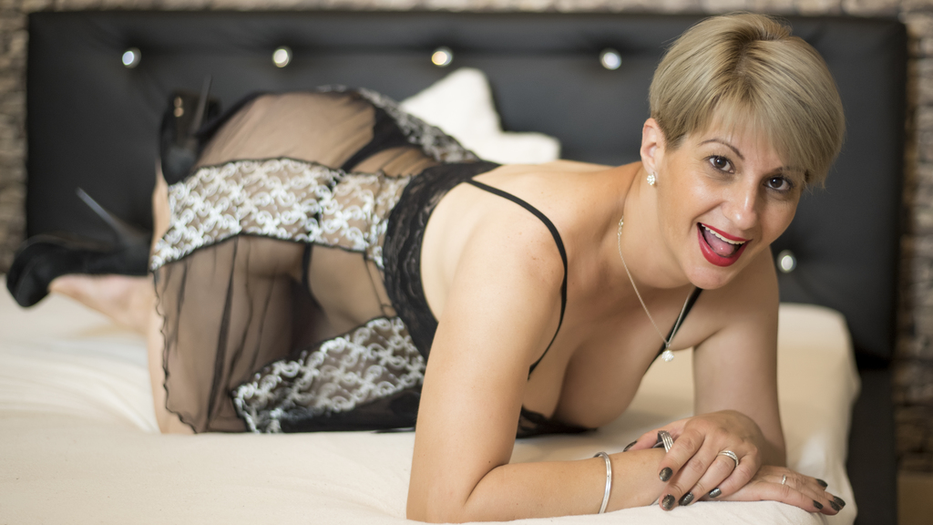 Watch the sexy RomanticDee from LiveJasmin at GirlsOfJasmin