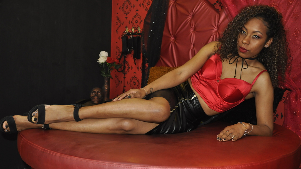 Watch the sexy CharleesBrunette from LiveJasmin at GirlsOfJasmin