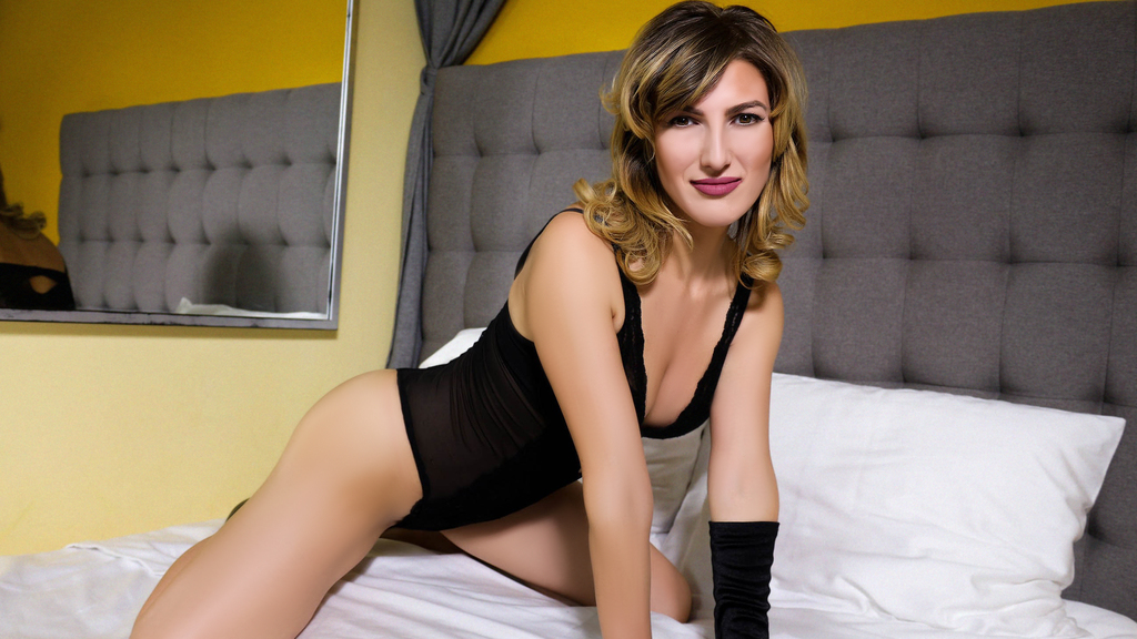 Watch the sexy JesicaMoore from LiveJasmin at GirlsOfJasmin